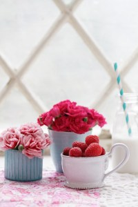 Valentines-Macaroon-bites-flowers-and-food-photography-styling