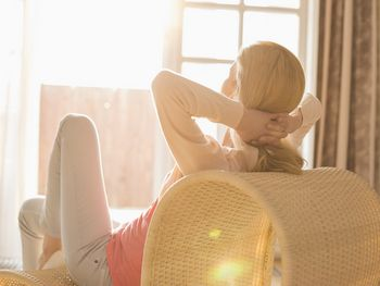 584165876e408-como-fazer-relaxamento-muscular-progressivo